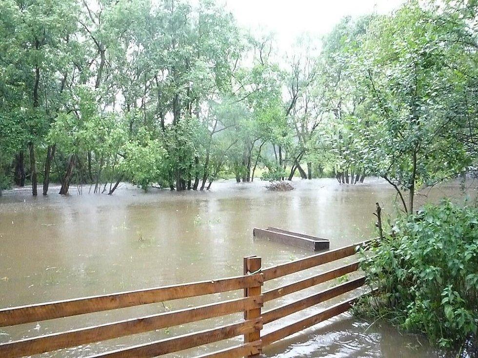 Záplavy v Travné u Horního Bradla.