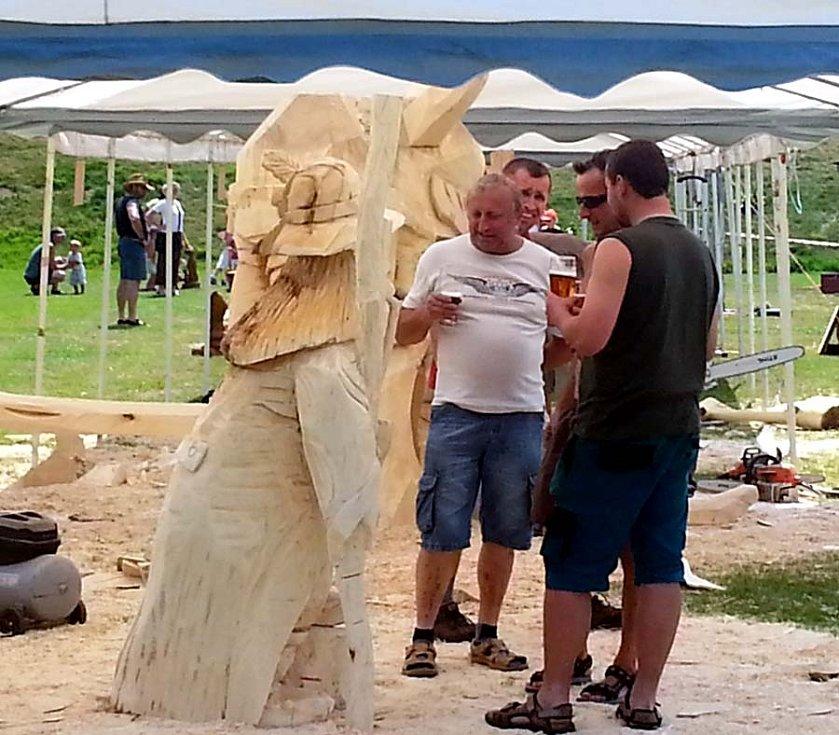 Druhý ročník akce Dřevořezbáři motorovou pilou v Hořičkách