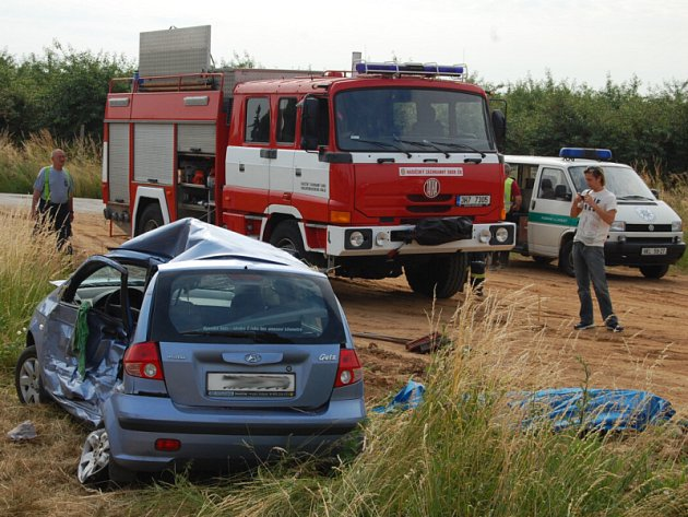 Smrtelná autonehoda u Roudnice na Hradecku