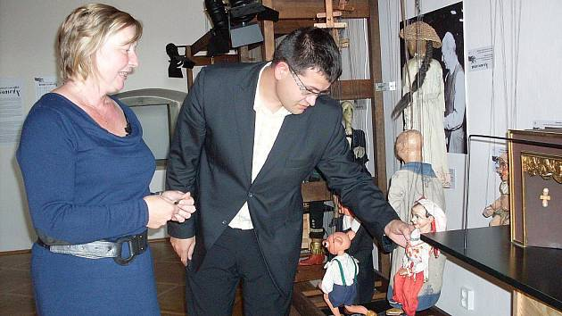 Prohlídka muzea byla součástí jednání. Průvodkyní poslance Jana Chvojky se stala ředitelka Simona Chalupová.
