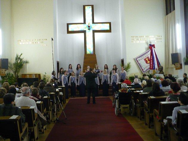 Adventní koncert v podání dívčího pěveckého sboru Kantiléna  a dětského pěveckého sboru Fiori Cantanti v Husově sboru v Chrudimi.