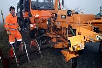 Údržba a příprava silnic na zimní sezonu z cechmistrovství v Třemošnici.