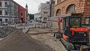Oprava Široké ulice po páteční havárii začala