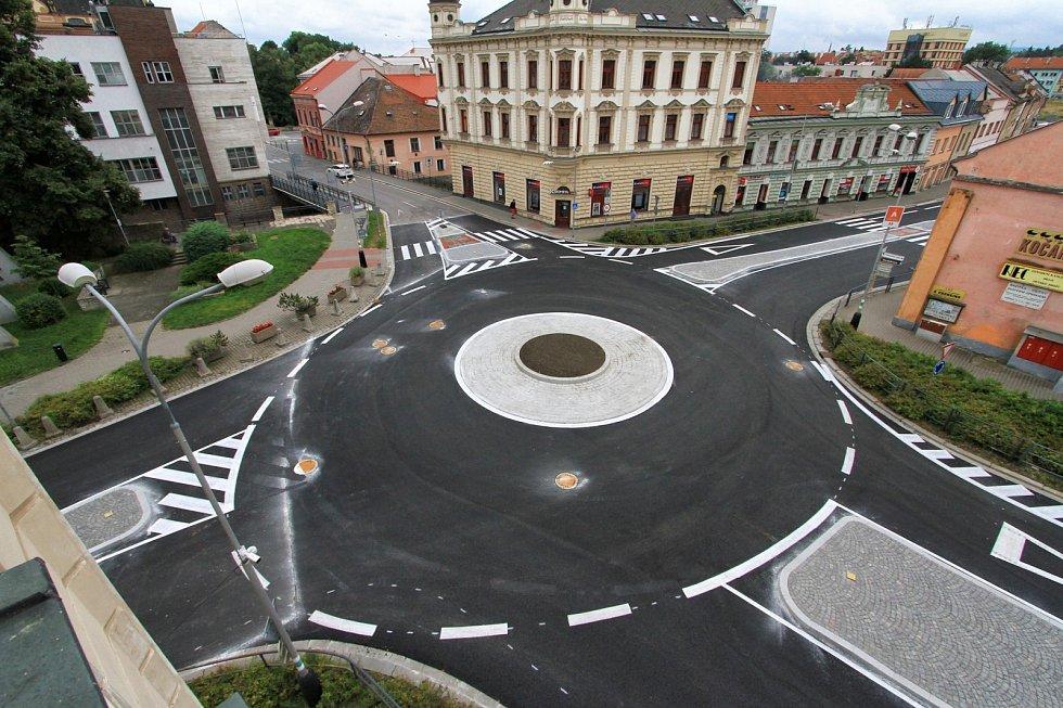 Okružní křižovatka Na Bídě už je po rekonstrukci otevřena