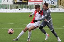 Ondřej Kesner (v šedém) v zápase Tipsport ligy proti rezervě Slavie.