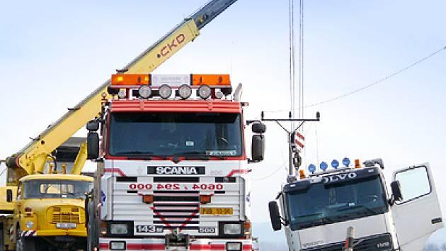 Nehoda kamionů mezi Kočím a Hrochovým Týncem.