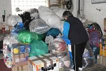 Knihovna v Třemošnici organizuje sbírku oblečení, textilií, nenošené obuvi, nádobí, čistících prostředků a dalších užitečných předmětů
