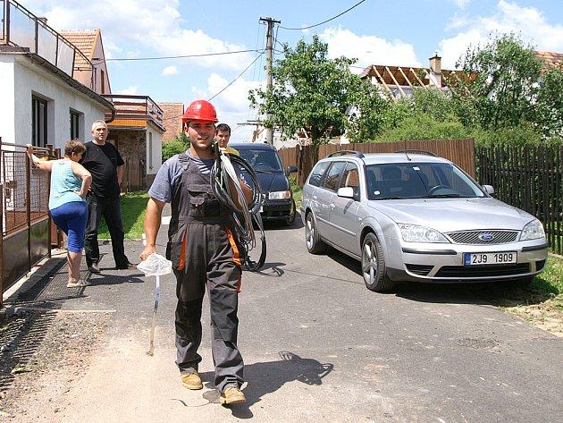 Lidé v obcích na Chrudimsku stále bojují s následky řádění přírodních živlů.