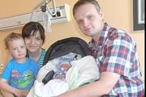 JAKUB HOLAN se narodil Radce a Patrikovi dne 20.4.2015 ve 3:59 s váhou 3,39 kg a mírou 50 cm. Doma ve Skutči se na něho moc těšil 3letý bráška Patrik.
