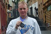 Jiří Mašík se stříbrnou medailí z mistrovství světa.
