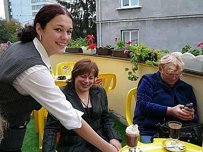 Mezi jedenácti vybranými účastníky slovenské stáže nechyběla ani chrudimská studentka Kristýna Pelikánová (vlevo).