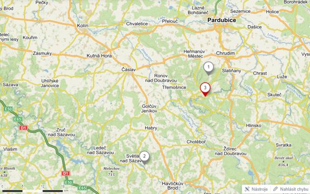 Bloudění devítiletého školáka. Bod 1na mapě je vesnice Pohled, kam měl ze školy dojet. Bod 2je vesnice Pohleď na Havlíčkobrodsku, kam nakonec dojel. Bod 3je Bojanov, kam chodí do školy a odkud autobusem odjížděl.