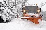 KALAMITA: Silničáři bojují se sněhovými přívaly.