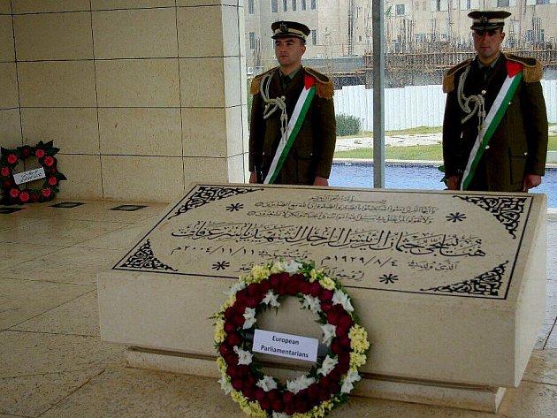 Vojáci strážící ostatky Jásira Arafata.