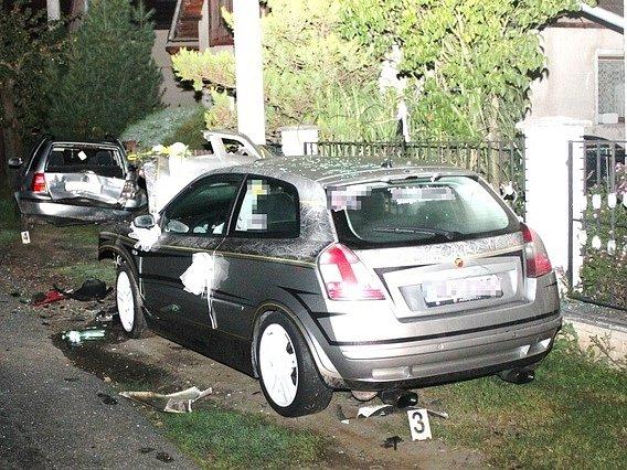 Muž v Bítovanech s vozem narazil do plotu a pak do dalšího auta.