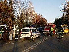 Na přechodu pro chodce poblíž Albertu v Chrudimi byly sraženi a těžce zraněni dva chodci.