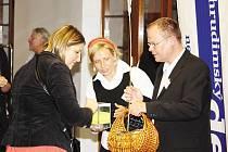 Na benefičním koncertu bratří Ebenů v Divadle Karla Pippicha, který obecně prospěšná společnost Rytmus Chrudim pořádala v říjnu, lidé mohli přispět do kasiček.