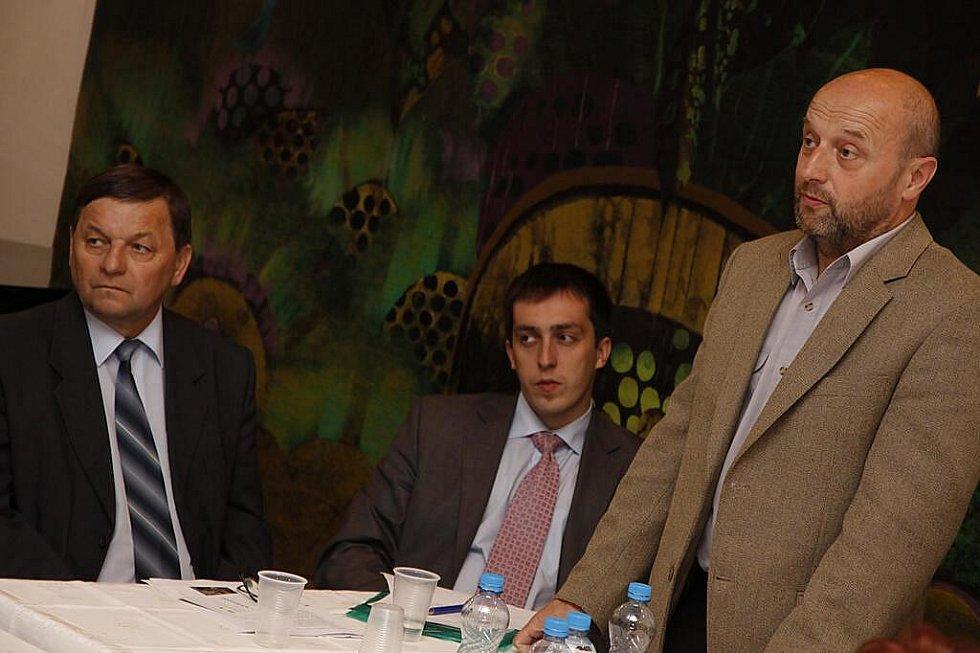 Veřejné zasedání hlineckého zastupitelstva mělo na programu druhou vlnu privatizace městských bytů.