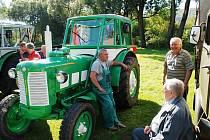 Sraz historických traktorů v Počátkách.