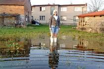 Jarní záplava na pozemku v Zájezdci.