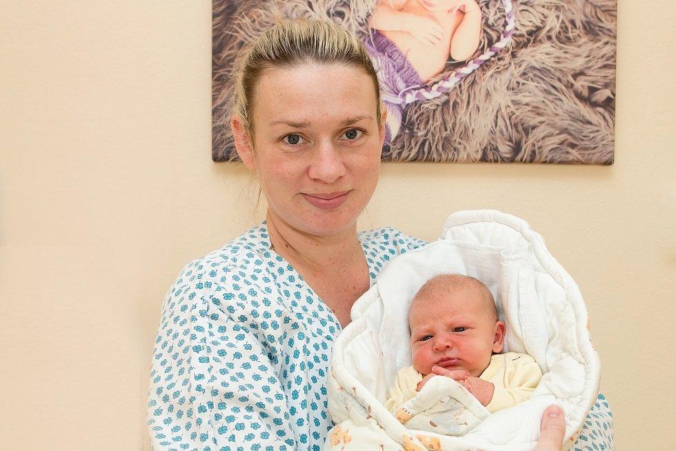 LAURA HLADINOVÁ (3,5 kg a 50 cm) se na své rodiče Terezu a Jana z Nečešic poprvé podívala 19.2. ve 4:20. Doma čeká Honzík (4).