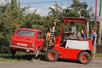 Lehké zranění si vyžádala srážka dvou vozidel v obci Lukavice - Vížky.