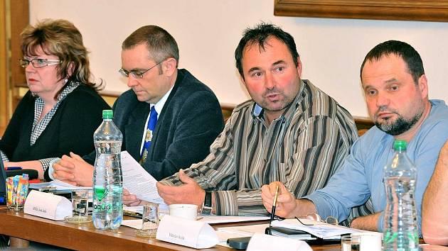 Veřejné zasedání zastupitelstva ve Slatiňanech.