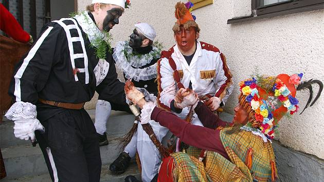 Maškary vyrazily na tradiční masopustní obchůzku Vítanovem.