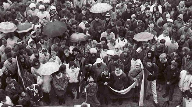 Listopadové dění roku 1989 v Chrudimi.