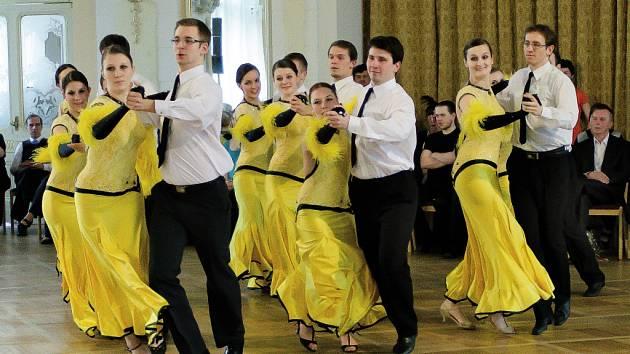 Taneční soutěž v párových plesových choreografiích se po roce vrátila do chrudimského Muzea.