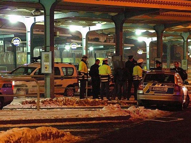 Rvačka na autobusovém nádraží si vyžádala zásah městské a republikové policie.