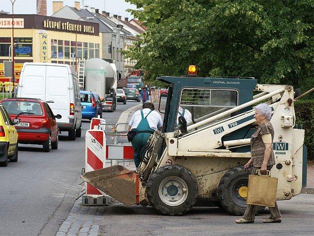 Únik plynu na silnici poblíž restaurace U Guláška.