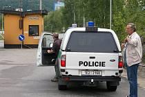 V areálu Holcimu Prachovice došlo k těžkému pracovnímu úrazu dělníka.