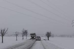 Sníh komplikoval dopravu také na Železnohorsku