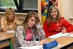 Základní škola v Hrochově Týnci čelí úbytku žáků kvůli odchodu romských rodin do Kanady.
