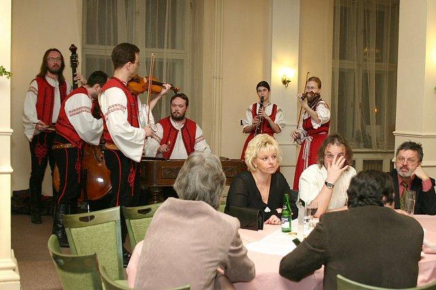 Ples hudebníků nabídl i během druhého ročníků pestrý program, v němž bylo pro každého účastníka  plesu něco.