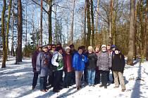 Členové Klubu českých turistů Slatiňany na zahájení turistické sezóny Pardubického kraje v Holicích.
