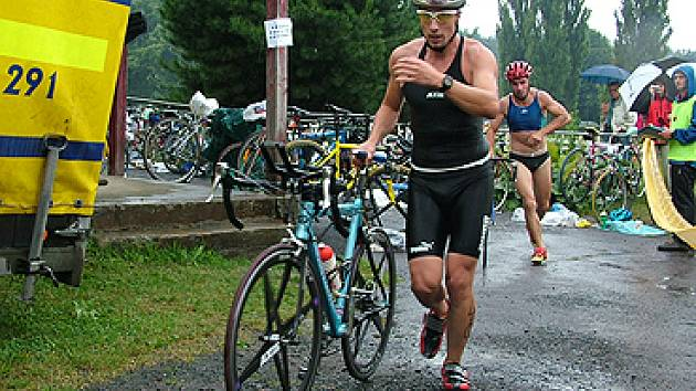 Závod Amatérského triatlonu na Konopáči má handicap jako jediný v republice.