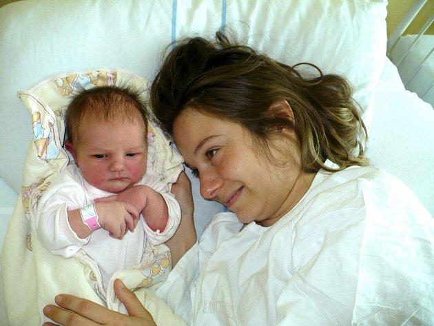 BARBORA KINČLOVÁ bude narozeniny slavit 3.9, kdy se v 16:34 narodila. Tatínek Radoslav byl u jejího porodu mamince Michale oporou. Jejich dcera je potěšila mírou 51 cm k níž přidala 3,75 kg váhy. Gratulace putuje do Hořic.