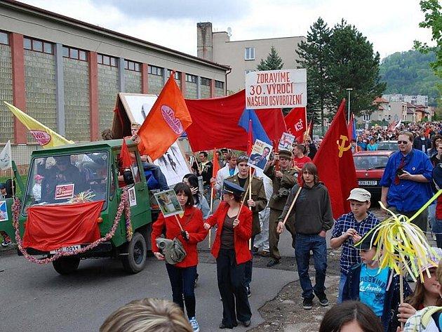 V Třemošnici se vrátil čas o tři desetiletí zpět. Totalitní oslavy Svátku práce neměly chybu.