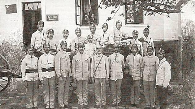 Dobová fotografie sečského hasičského sboru z roku 1928.