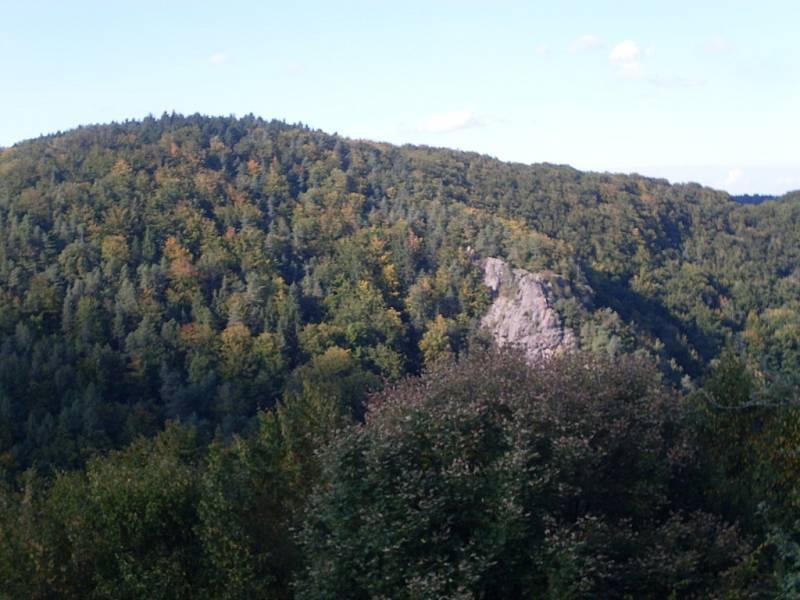 Spolek historického šermu a dobových tanců Beřkovští ze Šebířova uspořádal na nádvoří hradu Lichnice Husitský den.