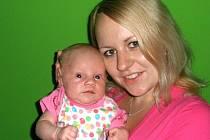 NATÁLKA CHVOJKOVÁ vážila po narození 3,8 kilogramu a měřila 51 centimetrů. Maminka Veronika Picková a tatínek Jan Chvojka, který byl u porodu 3. července v 18:30 přítomen, se těší, že se jim bude doma v Řestokách dařit.