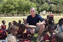 Ředitel charitativní organizace ACET ČR František Krampota pomáhá nejen v Zimbabwe a dalších afrických zemích.