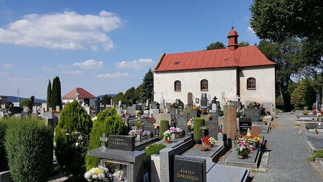 Církev darovala městu Seč kostel shřbitovem.
