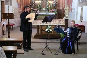 Bojanovské muzicírování.