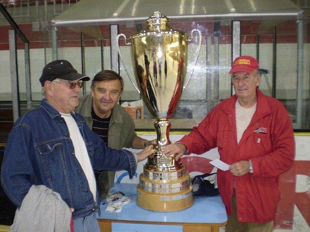 Hokejový potěr viděl pohár zblízka