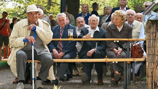 Tak slavili komunisté na chrudimském Festunku letošní První máj.