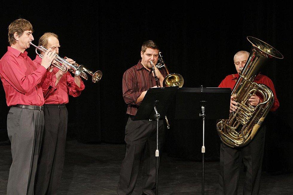 Slavnostní ceremoniál zahájil Miroslav Jehlička s orchestrem.