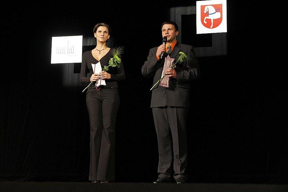 Vedoucí Městského kulturního klubu Hlinečan Kateřina Dibelková a programový referent MFC Petr Sedlák při slavnostním otevření.